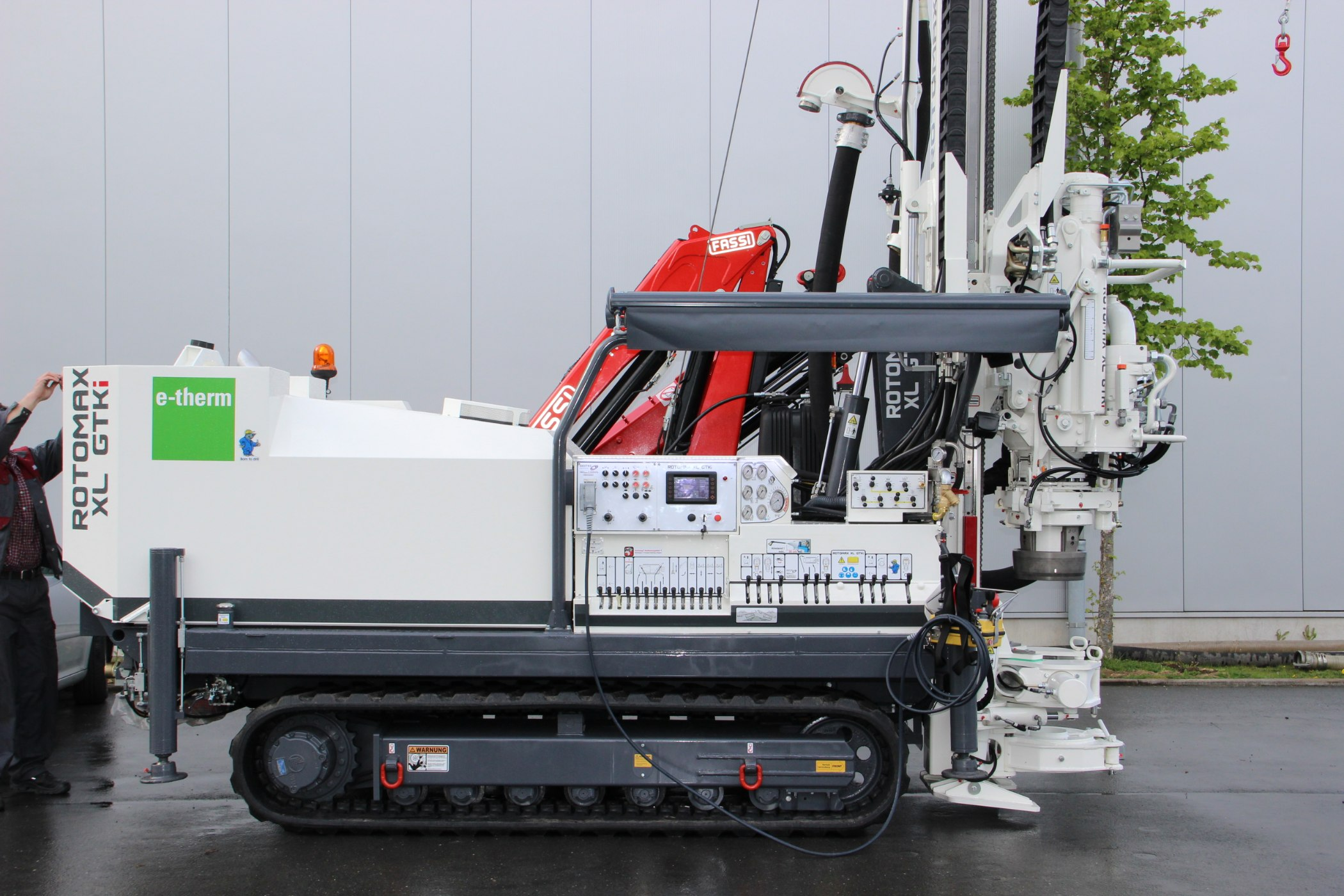 Geotec_Bohrtechnik_Drilling_Geothermiebohrung_Hammerbohrungen_Geothermal-drilling-application_Hammer-drilling_Rotomax_XL_GTKi_01-IMG_4806