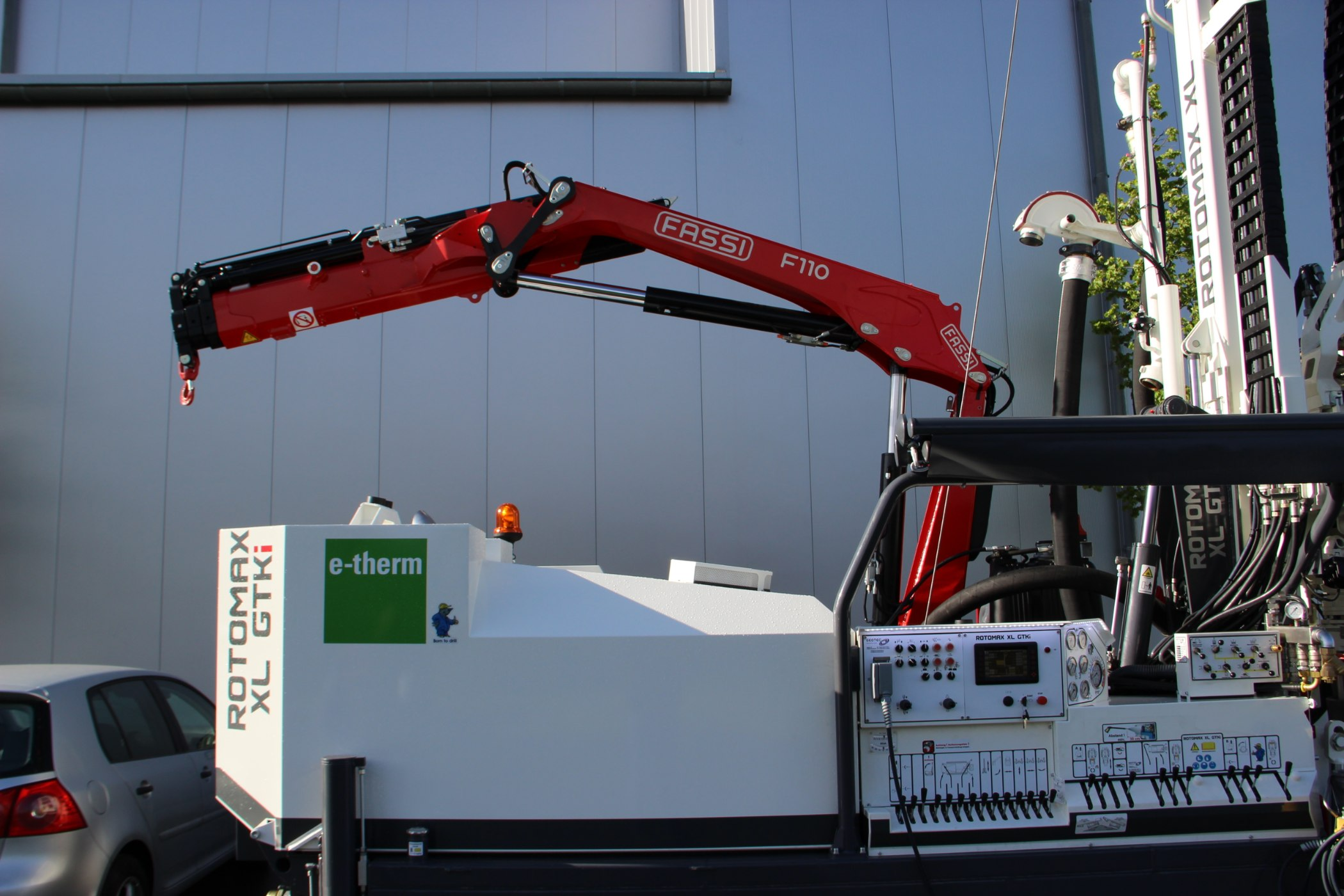 Geotec_Bohrtechnik_Drilling_Geothermiebohrung_Hammerbohrungen_Geothermal-drilling-application_Hammer-drilling_Rotomax_XL_GTKi_01-IMG_4833