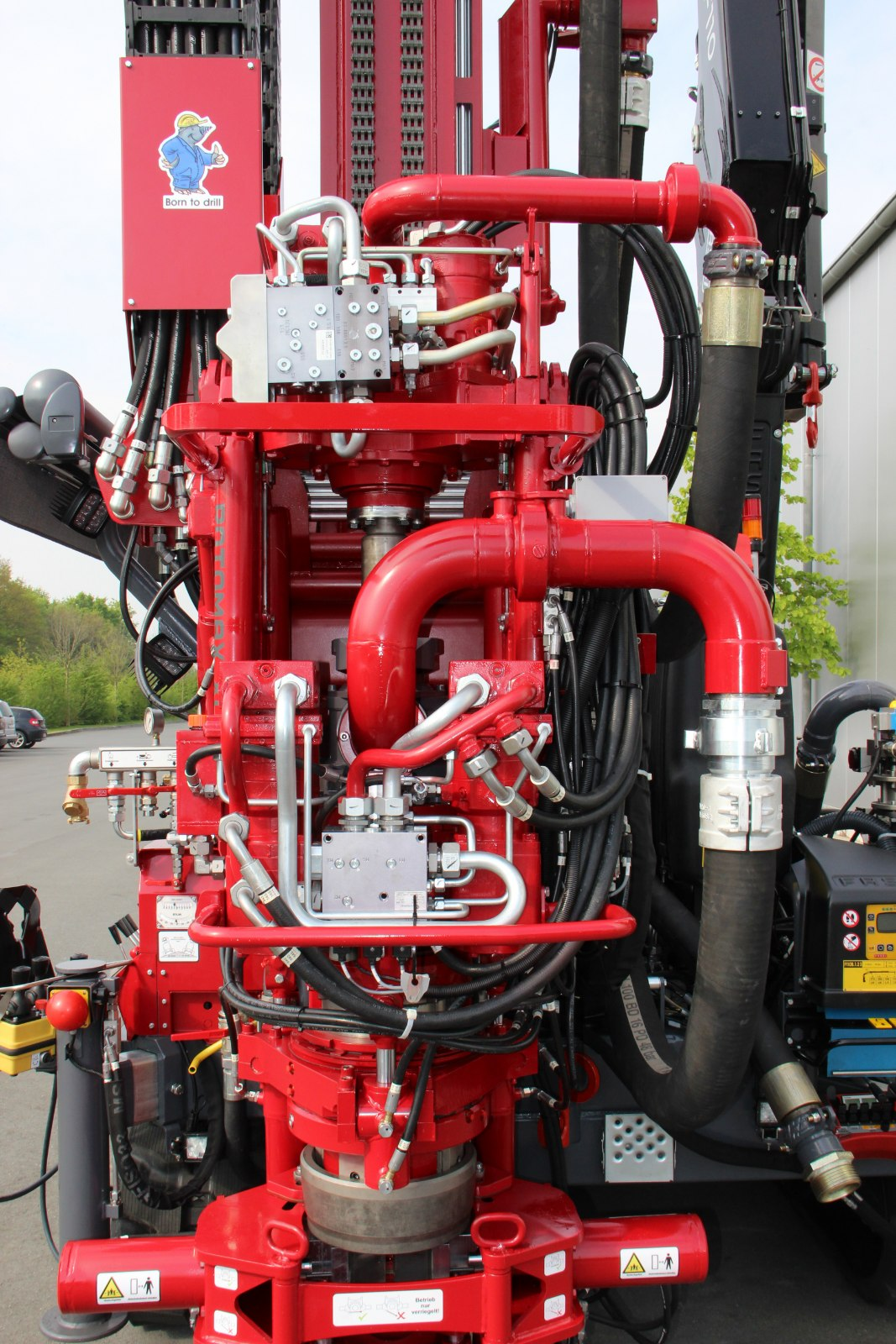 Geotec_Bohrtechnik_Drilling_Geothermiebohrung_Hammerbohrungen_Geothermal-drilling-application_Hammer-drilling_Rotomax_XL_GTKi_01-IMG_4993